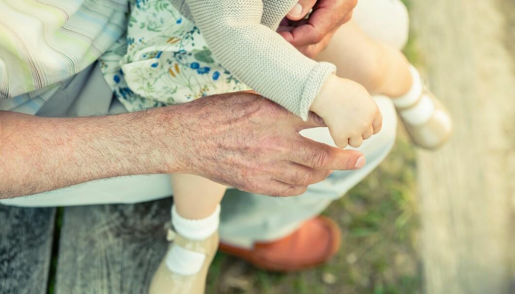 Samvær med barnebarn og annen familie gir mening i livet til uhelbredelig kreftsyke eldre. (Illustrasjonsfoto: Colourbox)