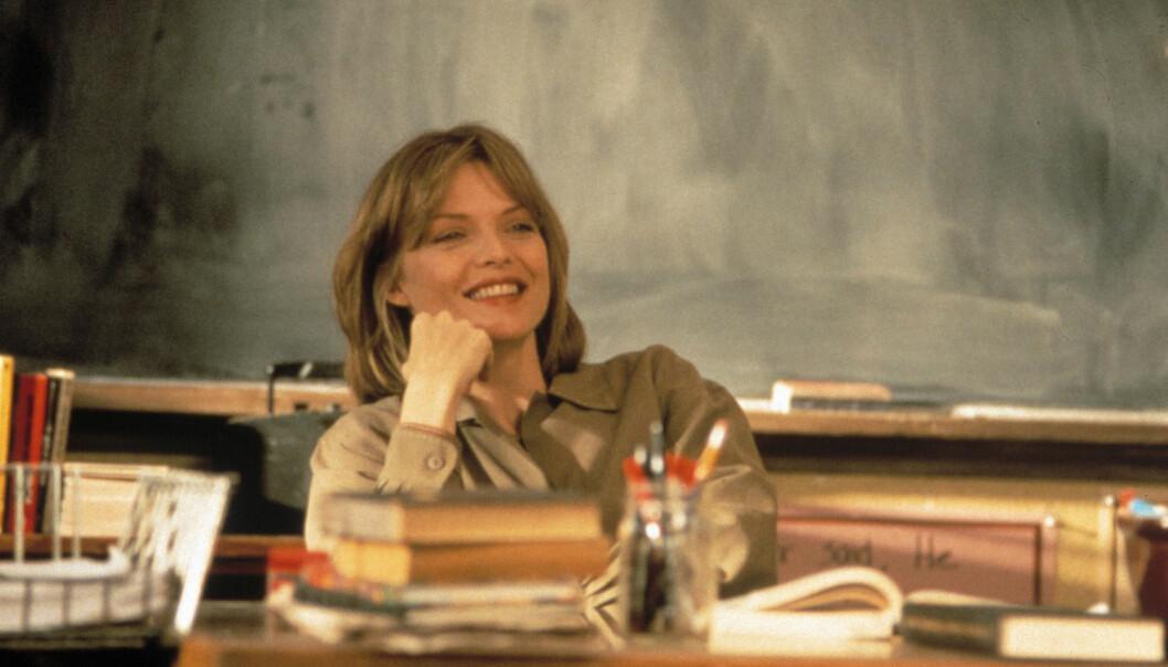 I filmen Dangerous Minds fra 1995 spiller Michelle Pfeiffer en lærer som blir beskyldt for ikke å være dedikert nok, noe lykkeforsker Andreas Eriksen mener er viktig for å være lykkelig på jobb.  (Foto: Kpa, Heritage, NTB scanpix)