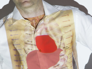 SINTEF ICT is planning to supervise patients with liver problems and monitor them at home. Scientist Frode Strisland has liver and heart projected on his body. (Photo: Werner Juvik/SINTEF)