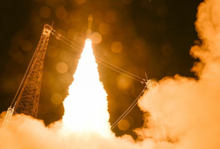 Sentinel-2A skytes opp med en Vega VV05-rakett fra den europeiske romhavnen Kourou i Fransk Guyana, 23. juni 2015. (Foto: ESA–M. Pedoussaut, 2015)