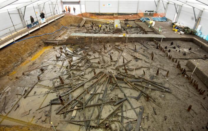 Dette var en gruppe trehus som falt i elven for rundt 3000 år siden. Det er her hjulet ble funnet. (Foto: David Parker/Solo Syndication/NTB Scanpix)