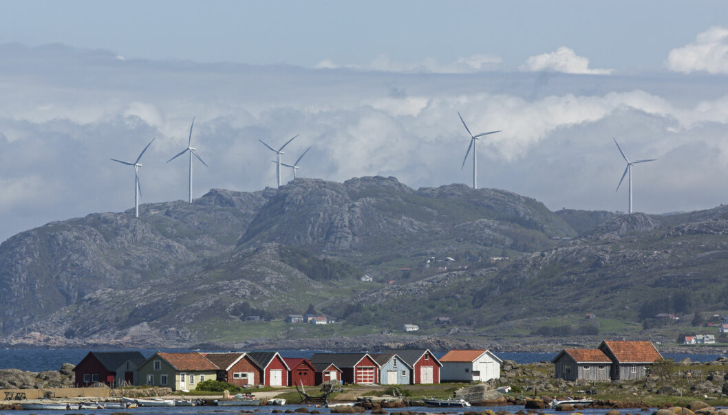 Båtstøene ved Verevågen med vindmøller i Lista Vindkraftverk i bakgrunnen.  (Foto: Svein Grønvold / NTB Scanpix)