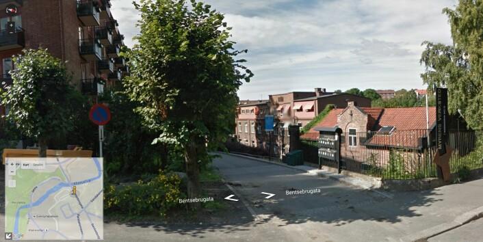 Google Street View viser bilder tatt med 360°-kamera plassert på biler, sykler og snøscootere. De fleste ser bildene gjennom karttjenesten Google Maps. Her er nabolaget til forskning.no. Parken er til høyre og hamburgere får du flere steder rett til venstre. (Foto: Google Street View)