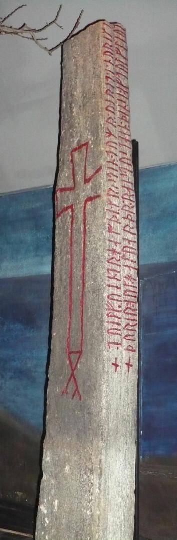 Kulisteinen er fra cirka år 1020. <em>Norge</em> staves uten bokstaven «ð» i runer og skaldediktingen, noe Michael Schulte legger stor vekt på i vurderingen av hva landsnavnet opprinnelig kommer fra. (Foto: Arne Kvitrud/Wikipedia)