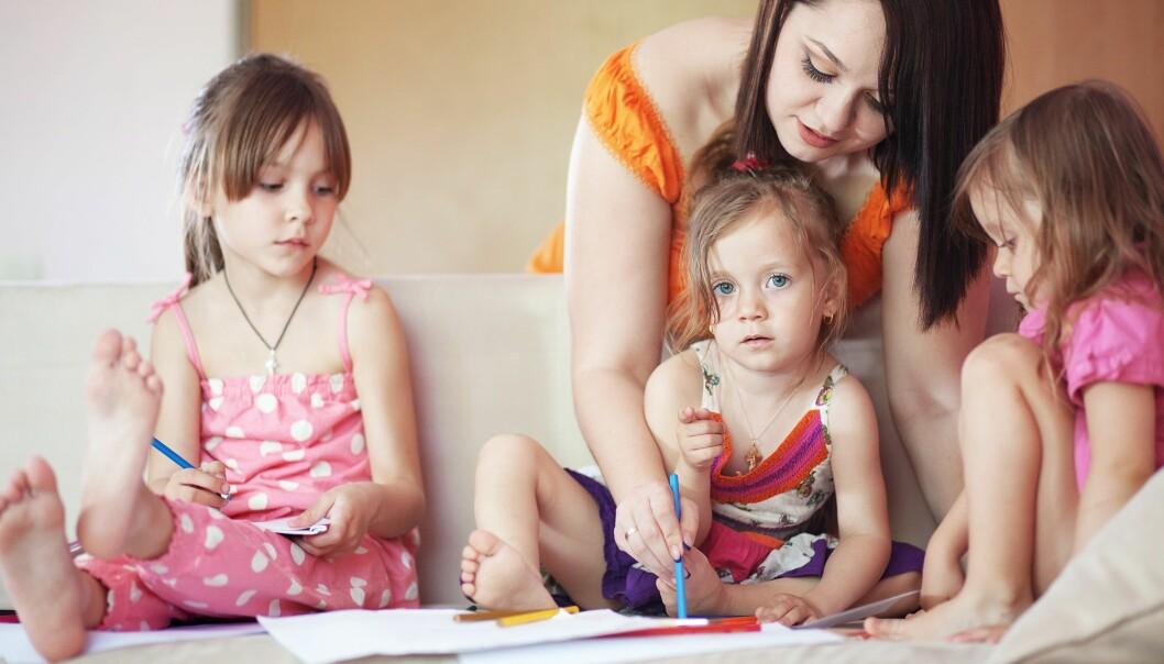 Systematisk observasjon av barnehagebarn er viktig for å sikre at barna har jevnt god utvikling og skal være en del av kompetansen til de ansatte. (Illustrasjonsfoto: Colourbox)