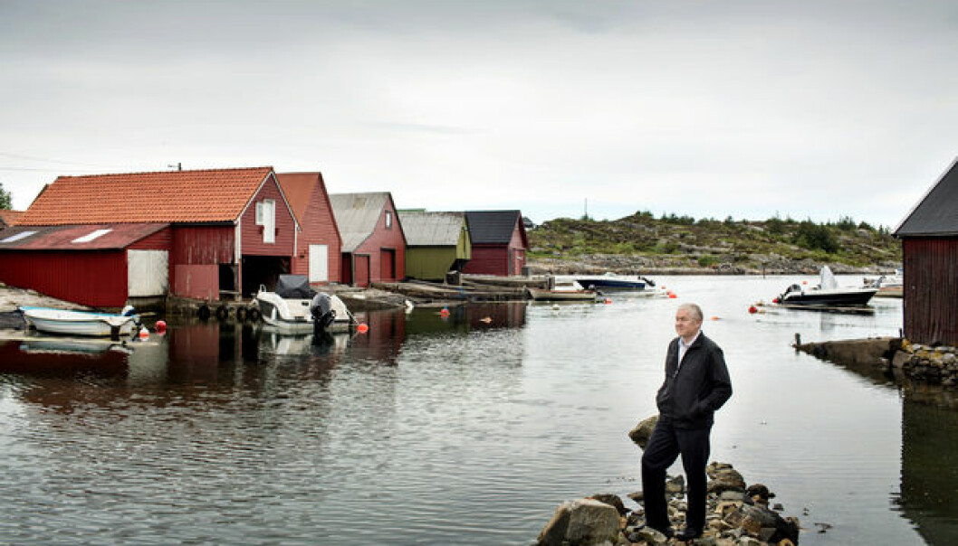 Nils Kolle takes in the view at Sotra, an island 20 minutes drive west of Bergen. In this area people were reliant on the fisheries, a few farm animals, and a patch of land. People rowed by boat to Bergen city centre several times a week to sell fresh fish. (Photo: Eivind Senneset)