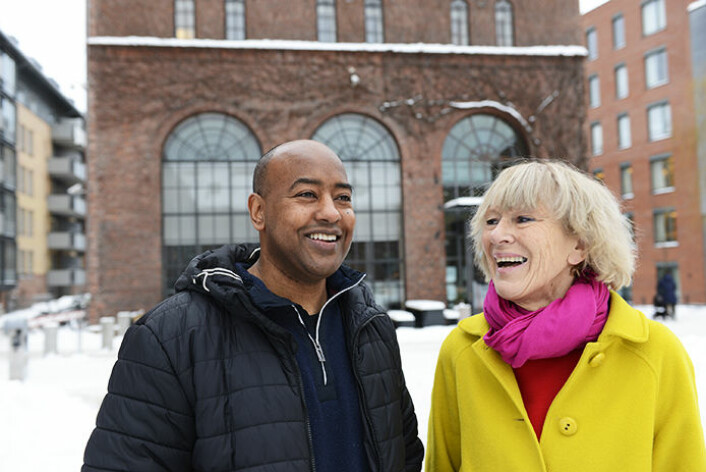 Førsteamanuensis Jonas Debesay og professor Astrid Bergland mener myndighetene har en jobb å gjøre for å legge forholdene bedre til rette for at eldre kan holde liv i sine sosiale nettverk. (Foto: HiOA)