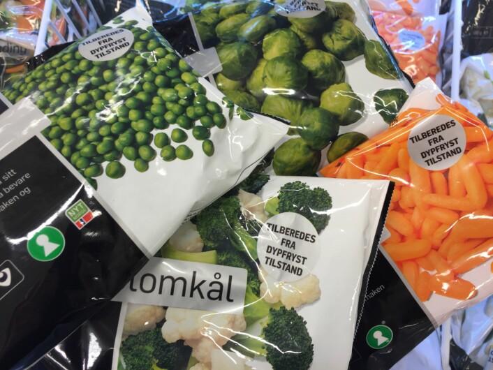 Butikkenes utvalg av ferske grønnsaker er blitt mye bedre de siste årene. Grønnsaker er blitt noe butikkene konkurrerer om. Men næringsmiddelforskere ser hvordan dette går ut over interessen for gode grønnsaker i frysedisken. De kan nemlig være et like godt alternativ både næringsmessig og smaksmessig som de ferske. Og tenker du miljø og bærekraft, så husk at frosne grønnsaker som oftest er kortreiste. Vinter og vår er veldig mye av de ferske grønnsakene importert fra Spania. (Foto: Bård Amundsen/forskning.no)