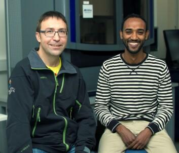 Professor Igor Babiak og postdoktor Teshome Bizuayehu. (Foto: Svein-Arnt Eriksen, Nord universitet)