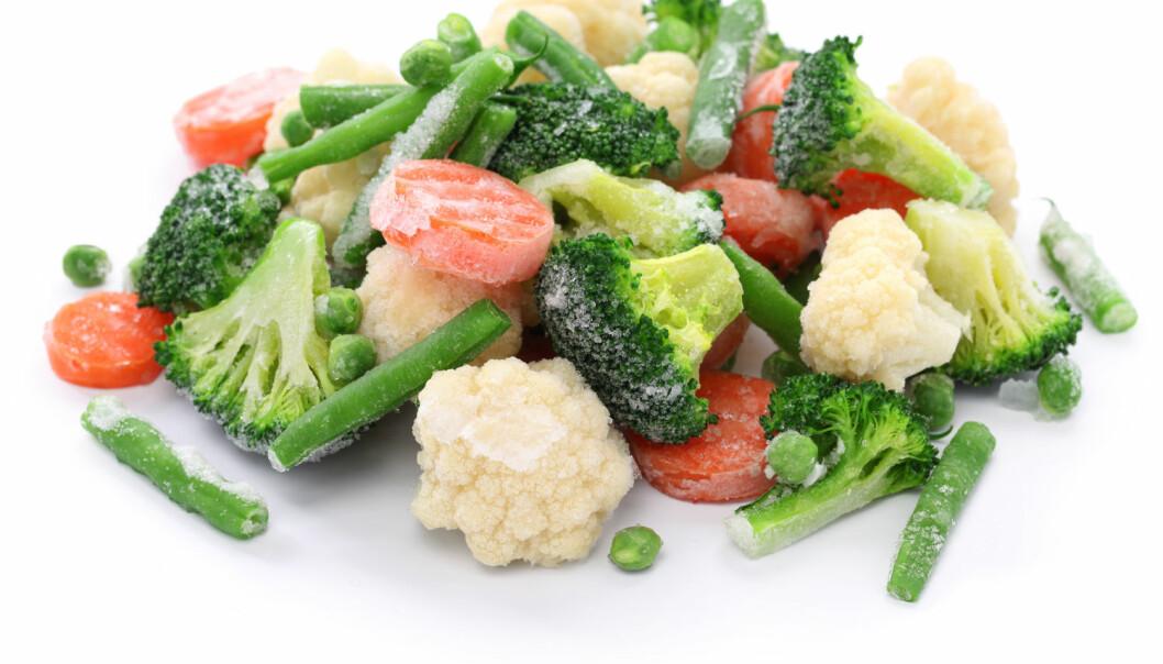 Noen synes det er flaut å bruke frosne grønnsaker i matlaging. Nå vil næringsmiddelforskere gjerne formidle at frosne grønnsaker er et godt alternativ, både om du vil spise sunt og om du er opptatt av å være miljøvennlig.  (Foto: bonchan / Shutterstock / NTB scanpix)