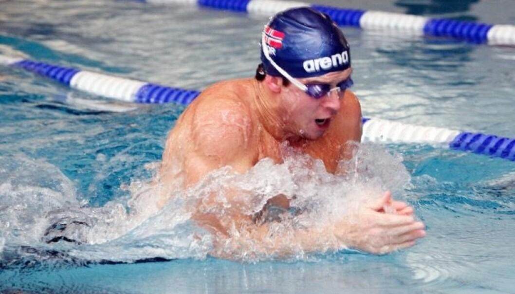 Landslagssvømmer Alex Hetland i aksjon. Det viser seg at svømmere i verdensklasse bruker musklene mye smartere enn de på lavere nivåer.  (Foto: Norges Svømmeforbund))