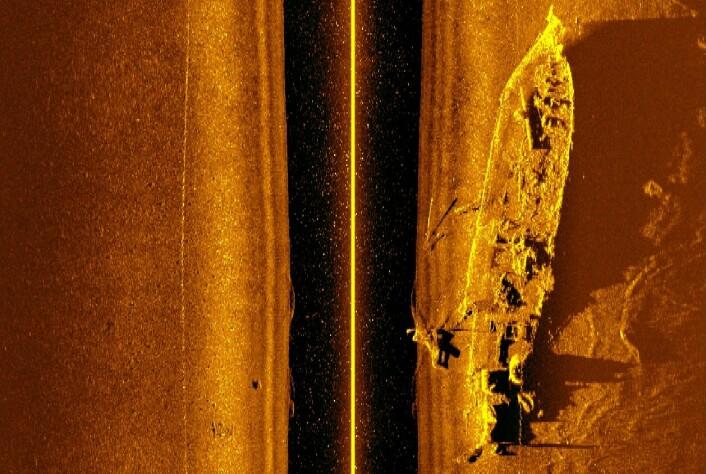 Ved hjelp av en sidesøkende sonar kunne undervannsroboten ta dette bildet av hvalkokeren «Figaro». (Foto: NTNU)