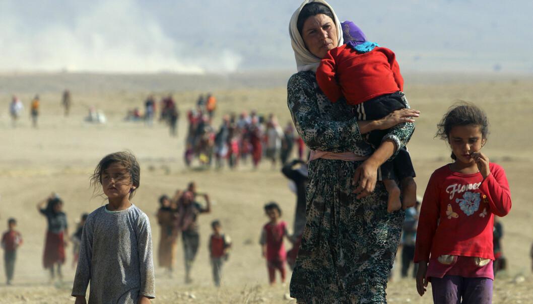 Mor og barn på flukt fra IS' grusomme regime. Ny forskning viser nå at barn kan påvirkes av krigstraumer mens de ligger inne i mors mage.  (Foto: REUTERS/Rodi Said/Files/NTB Scanpix.)