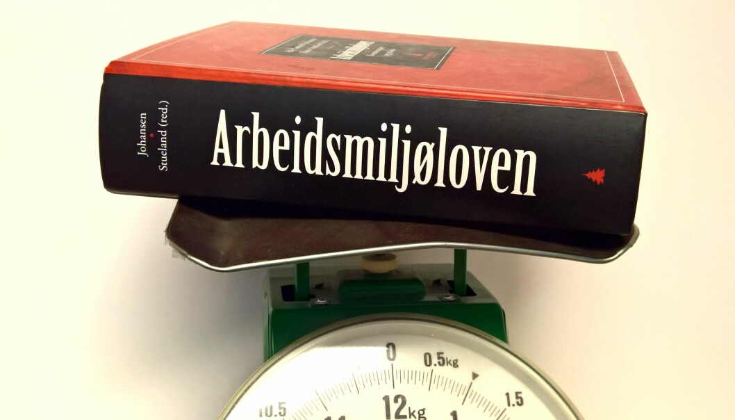 Mye å sette seg inn i. Arbeidsmiljøloven med kommentarer (Gyldendal Akademisk) fra 2011 er på 1106 sider. (Foto: Jon Lahlum, Fafo)