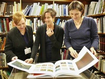 "Professor Patricia G. Berman (in the middle), with colleagues, looking at the book ""Munch on Paper"". (Photo: Annica Thomsson)"
