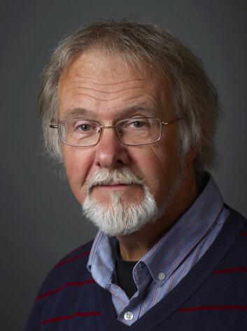 Professor Arve Elvebakk ved Tromsø Museum – Universitetsmuseet har oppdaget en helt ny tropisk lavslekt. (Foto: Konstanse Karlsen)