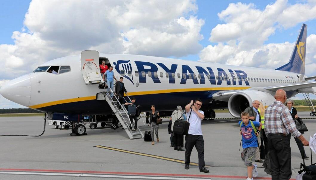 Lavprisselskapet Ryanair seier opp avtalen med flyplassen Rygge i Moss fordi dei ikkje vil betale flyseteavgifta. – Vi bør kanskje ikkje trakte etter gnitne turistar som tviheld på lommeboka. Dei får heller bli heime, meiner kronikkforfattaren. (Foto: Reuters)