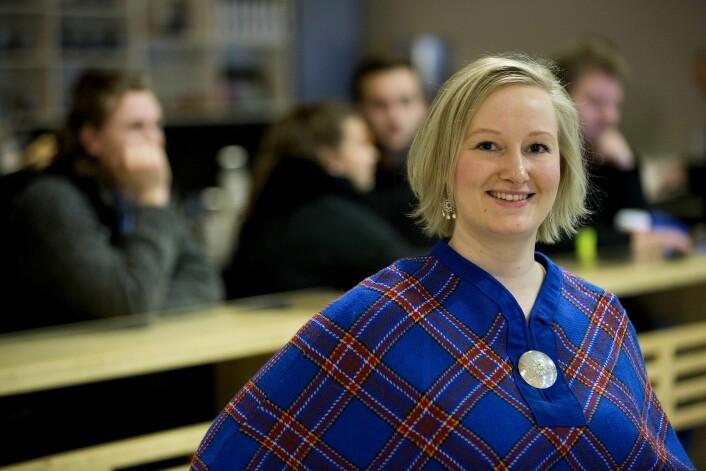 – Det var først da jeg flyttet til Trondheim for å studere at jeg ble bevisstgjort min samiske tilhørighet, sier Kajsa Kemi Gjerpe. Nå forsker hun på samisk identitet ved UiT. (Foto: Stig Brøndbo)
