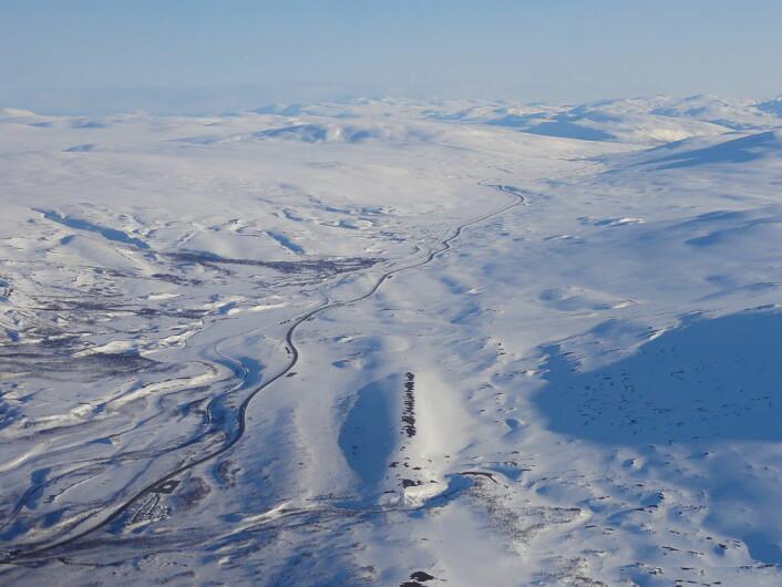 E6 over Saltfjellet på en klar og fin vinterdag. (Foto: Øyvind Rask/CC BY-SA 4.0)