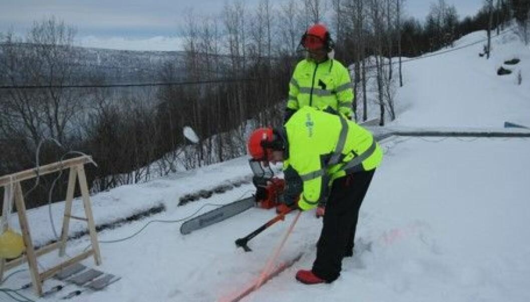 Isforskerne ved Norut Narvik tester ut løsninger som kan spare samfunnet for millionutgifter. Systemet er utviklet i løpet av de siste fire–fem årene, og er finansiert av Forskningsrådets satsning Forskningsløft i nord. (Foto: Norut Narvik)