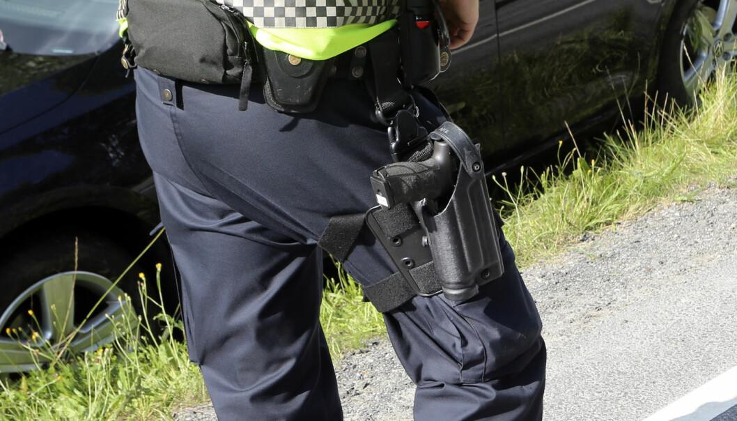 Operative tjenestekvinner i politiet mer skeptisk til bevæpning enn menn, og enkelte politistasjoner i Oslopolitiet er i større grad tilhengere av bevæpning enn ansatte ved andre tjenestesteder.  (Foto: Samfoto / NTB Scanpix)