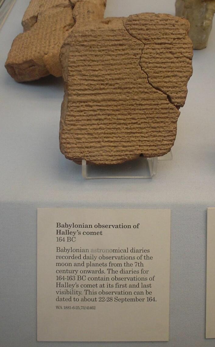 Denne babylonske steintavlen forteller om en observasjon av Halleys komet. (Bilde: Linguica)