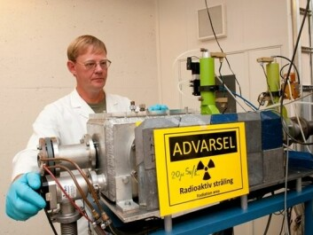 Jon Petter Omtvedt with his self-made equipment for the chemical experiments. (Photo: Yngve Vogt/University of Oslo)