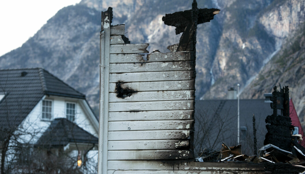 Fire researcher believes that the fire, destroying 40 houses in a heritage village in Norway at the beginning of this year, could have been avoided with the right fire safety measures. (Photo: Marit Hommedal, NTB Scanpix)