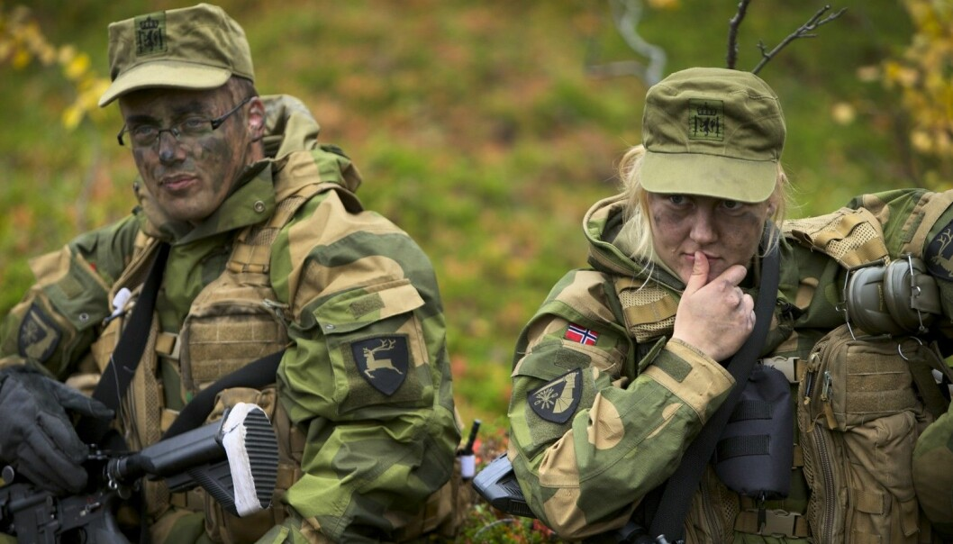 New research shows that gender became less important when the girls and boys shared unisex rooms in the army. This photo shows recruits out on exercise in Troms, Norway. (Photo: Torgeir Haugaard, Norwegian Armed Forces)