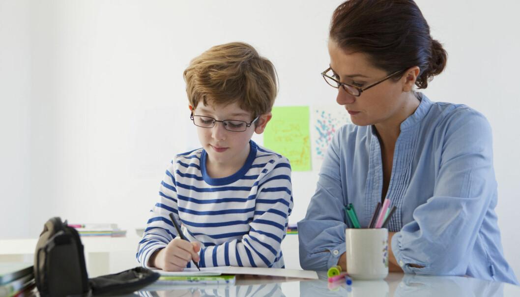 Dersom man ser at barn i barnehage har forsinket språkutvikling, er det viktig å kartlegge hvorvidt foreldre har vansker med lesing, mener professor Monica Melby-Lervåg. (Illustrasjonsfoto: Shutterstock/NTB scanpix)