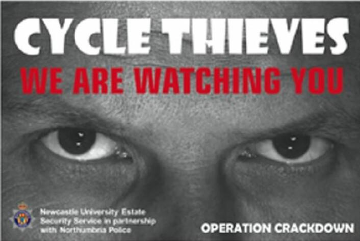 Disse plakatene skremte tyver fra å stjele sykler fra et universitetsområde. Nedgangen gjennom et år var på 60 prosent.  (Foto: Universitetet i Newcastle)