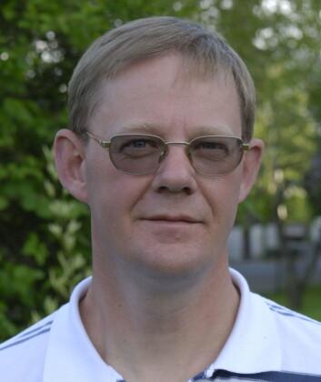 Jon Petter Omtvedt tror ikke vi finner noe særlig mer enn åtte-ti flere grunnstoff.  (Foto: Universitetet i Oslo)