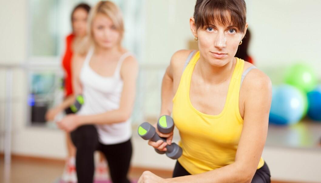 Det er populært med en kombinasjon av utholdenhetstrening og styrketrening etter intervallprinsippet. (Illustrasjonsfoto: Colourbox)