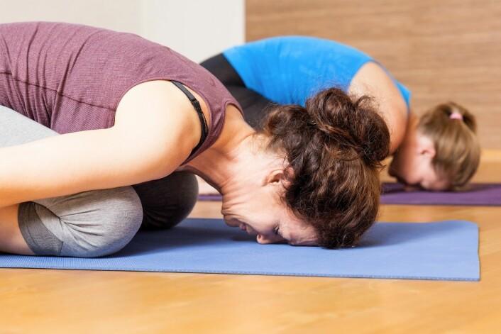 – I et folkehelseperspektiv kan yogatrening ha en viktig rolle, men den må ta vare på den moderate treningen, slik at alle grupper blir ivaretatt, sier Hausmann. (Illustrasjonsfoto: Colourbox)