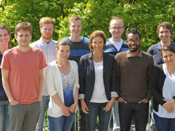 Anne Simonsen and her group conduct research on the tiny yet crucial details that may contribute to reversing cancer and dementia. Pictured from left to right are: Gunnveig Toft Bjørndal, Petter Holland, Aleksander Aas, Kristiane Søreng, Christian Bindesbøll, Anne Simonsen, Serhiy Pankiv, Benan John Mathai, Pauline Isakson, Alf Håkon Lystad. (Photo: Gunnar F. Lothe, UiO)
