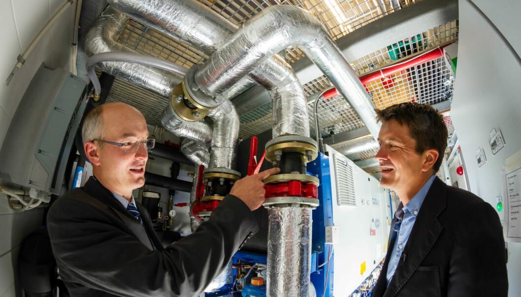 Rema 1000 managing director Ole Robert Reitan visits the refrigeration machine-room in the newly built supermarket with SINTEF's Armin Hafner. (Photo: Thor Nielsen/SINTEF)