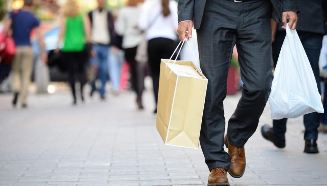 Hva tenker du om de som setter seg nøye inn i hvor varene de kjøper kommer fra og hvordan de ble produsert? Tenker du på det selv? (Illustrasjonsfoto: Plainpicture/ NTB Scanpix.)