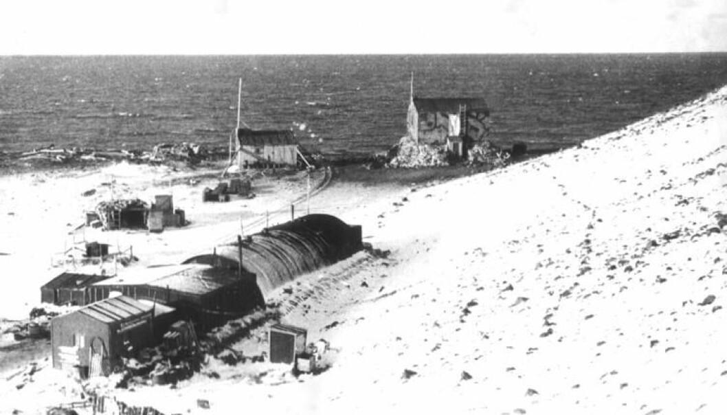 «Atlantic City», den amerikanske basen på Jan Mayen. Bildet er tatt i 1946 eller 1947 av Odd Gjeruldsen, og henger i dag på den Meteorologiske stasjonen på Jan Mayen, ifølge hjemmesidene til Ishavsforeningen Jan Mayen. (Foto: Odd Gjeruldsen)