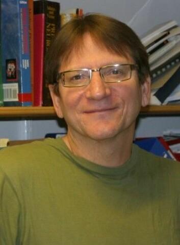 Professor Clive Bramham ved Universitetet i Bergen er med i et stort europeisk forskningsprosjekt som undersøker fellesnevnere mellom ulike hjernesykdommer.  (Foto: Reidar Lothe, Universitetet i Bergen)