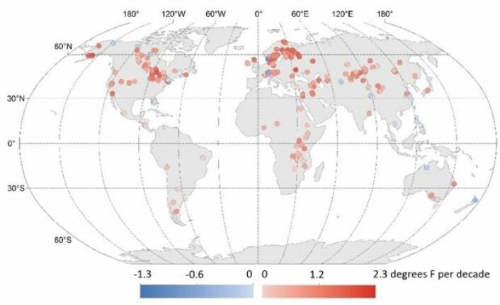 De fleste innsjøene ble varmere (rødt) i perioden 1985 - 2009. (Bilde: O'Reilly et al, GRL 2015).