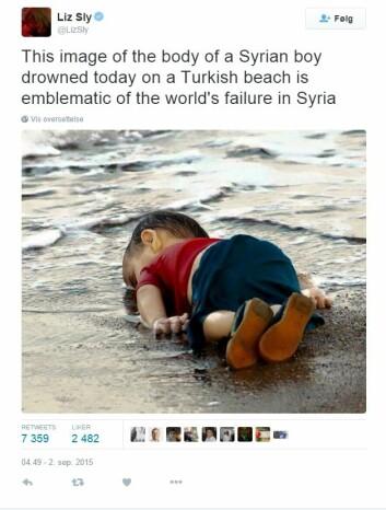 Flere bilder sirkulerte de første timene. Washington Posts Beirut-sjef Liz Sly valgte å dele et nærbilde av den lille omkomne flyktningen. Meldingen hennes ble delt videre 7359 ganger. (Foto: skjermdump fra Twitter)