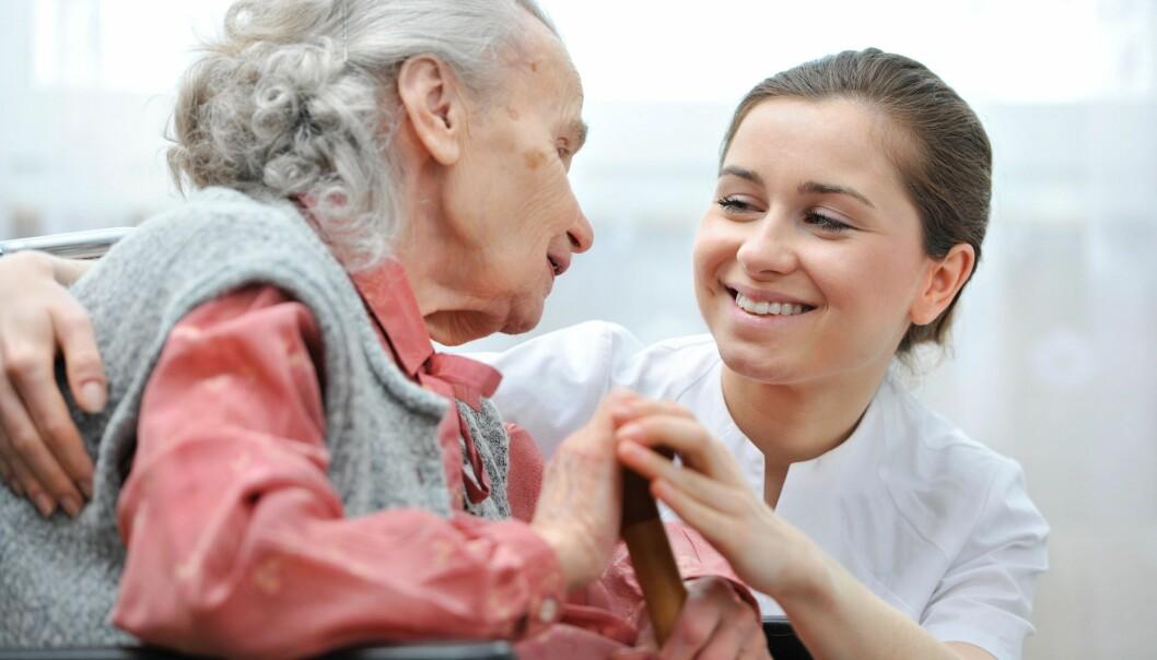 – For Alzheimers-pasienter er det viktigste man kan gjøre å prøve å fortsette å leve et så vanlig og rikholdig liv som mulig – være aktiv fysisk og mentalt. Dette vet vi kan forsinke utviklingen, sier overlege Anne-Brita Knapskog.  (Illustrasjonsfoto: Shutterstock)