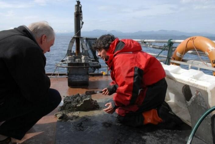 NGU-geologane Oddvar Longva og Liv Plassen under tokt på «Seisma». (Foto: NGU)