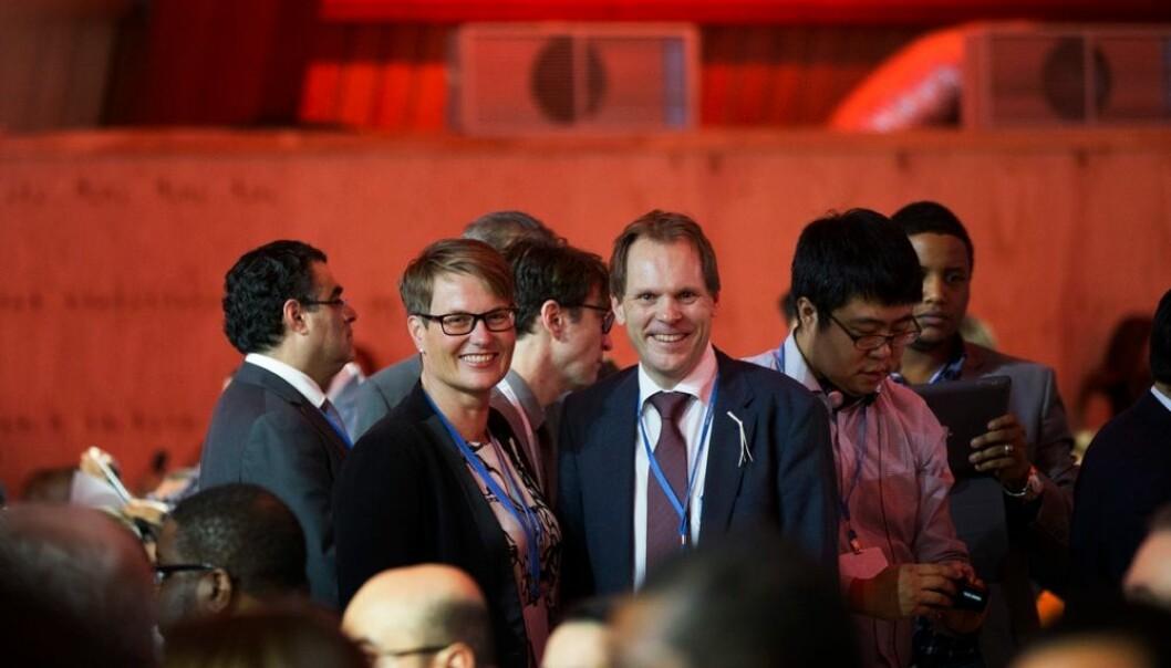 Klima- og miljøminister Tine Sundtoft og Aslak Brun, Norges forhandlingsleder i Paris er fornøyd med klimaavtalen som ble forhandlet fram i Paris. Men har de grunn til det?  (Foto: Berit Roald, Scanpix)