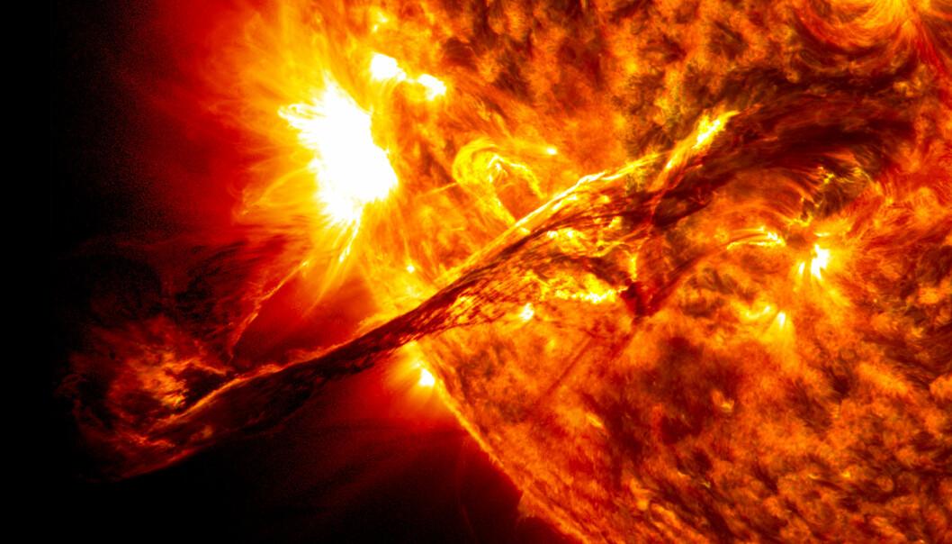 Hvis jorda ikke hadde hatt så stor hastighet rundt sola, hadde vi krasjet rett inn i vår egen stjerne. Det hadde ikke gått bra.  (Foto: NASA)