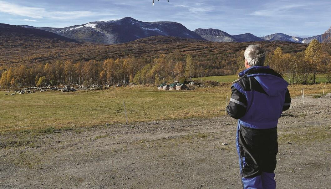 I oktober gjennomførte Svein-Olaf Hvasshovd og kolleger ved Reguleringsteknikk på NTNU en vellykket dronetest under saueleting. (Foto: Morgan Frelsøy, Opp.no)