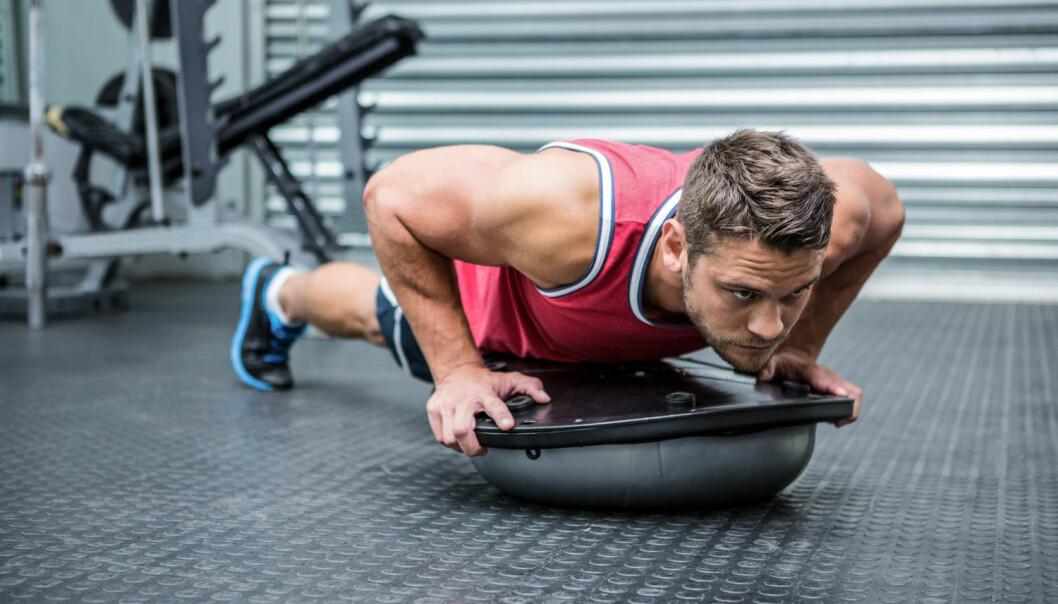 Man får ikke større muskler ved å få i seg proteiner like etter trening, viser to metaanalyser. Det er det samlede daglige proteininntak som er avgjørende, sier forskere. (Illustrasjonsfoto: Shutterstock)