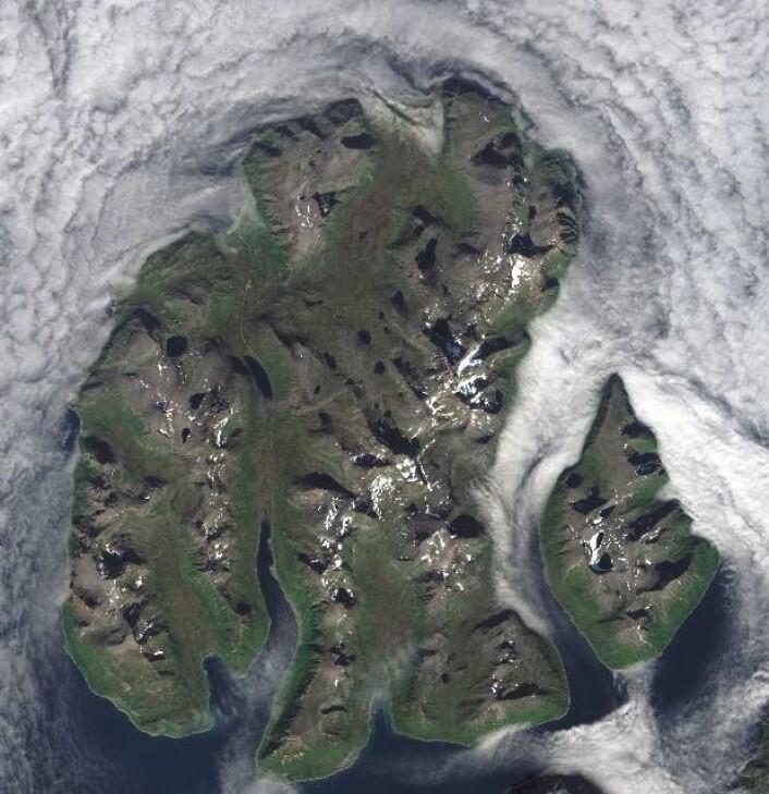 Hva heter denne øya? (Bilde: Copernicus Sentinel data (2015). Prosessering: Institutt for geofag/UiO)