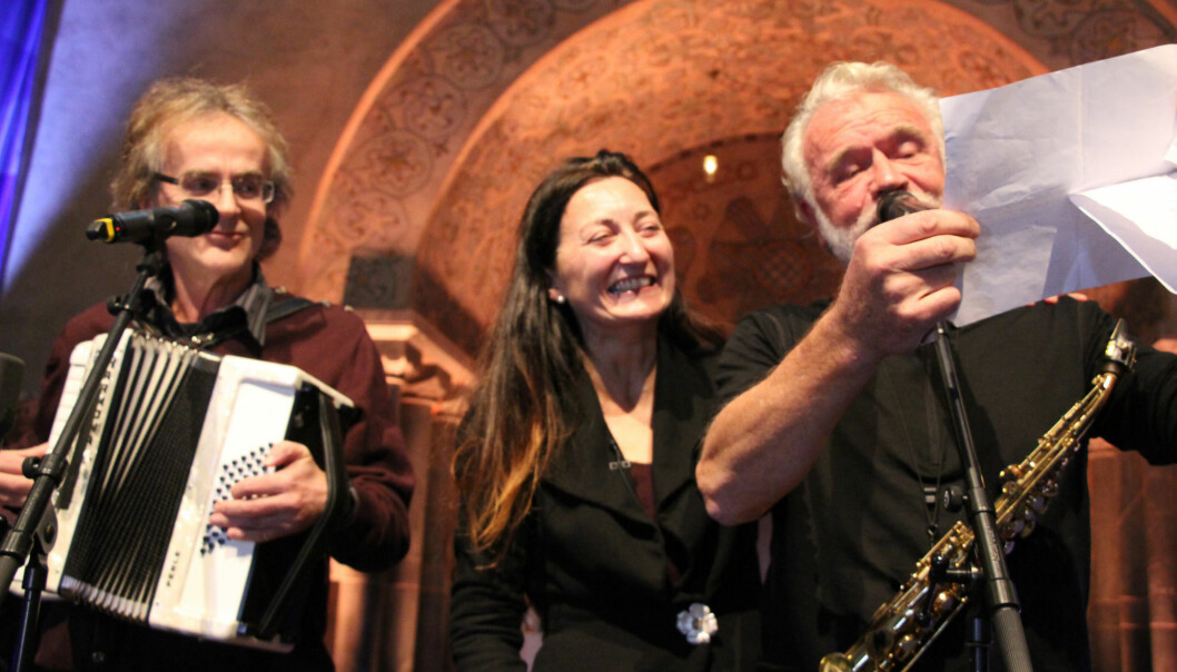 NTNU held a celebration for newly named Nobel Laureates May-Britt and Edvard Moser in October. Here, May-Britt listens with delight as NTNU musicians Henning Sommero (left) and John Pål Inderberg perform. The performance was what inspired the music video. (Photo: Nancy Bazilchuk, NTNU)