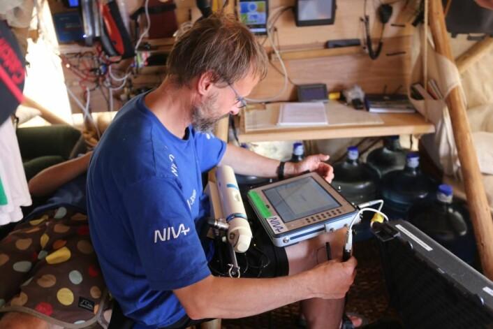 """NIVAs CTD-måler (conductivity, temperature and depth) ga """"nydelige og kontinuerlige"""" målinger fra Stillehavet.  (Foto: Håkon Wium Lie, Kon-Tiki 2)"""